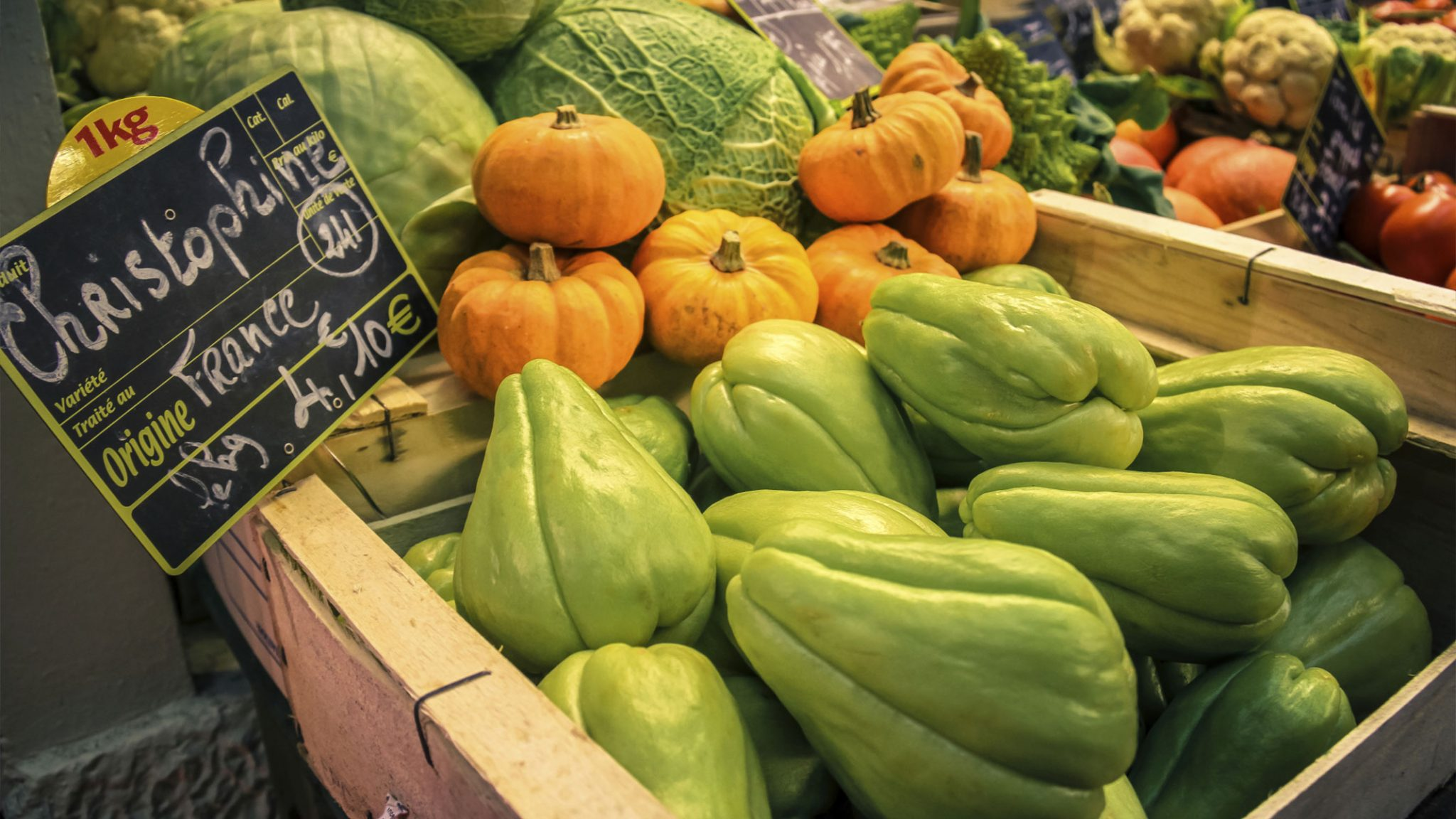 Tour a traditional French market in Paris