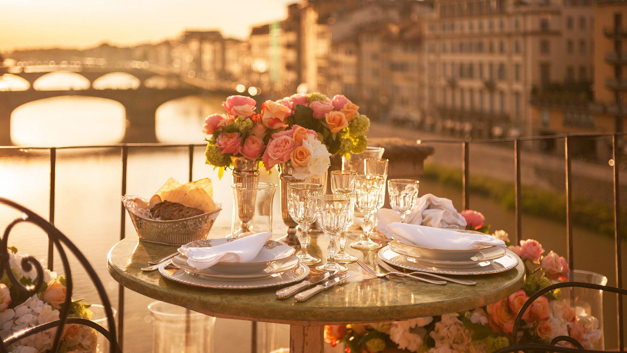 Cene admirando el mejor paisaje de Florencia