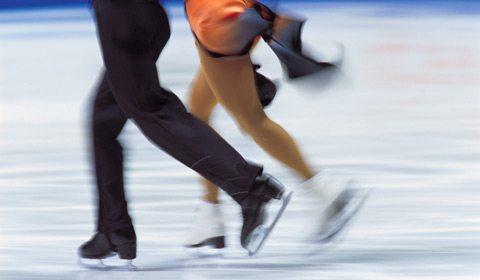 与两度得奖的奥运会花样滑冰名将一起冰上起舞。