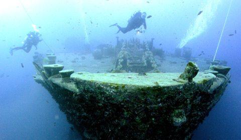 与沉船研究专家一起潜入 SS Thistlegorm 号沉睡的海底。