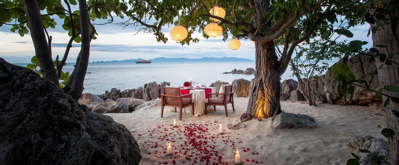 At Four Seasons Resort Koh Samui, enjoy dinner with an uninterrupted view of Gulf of Thailand from this private cove.