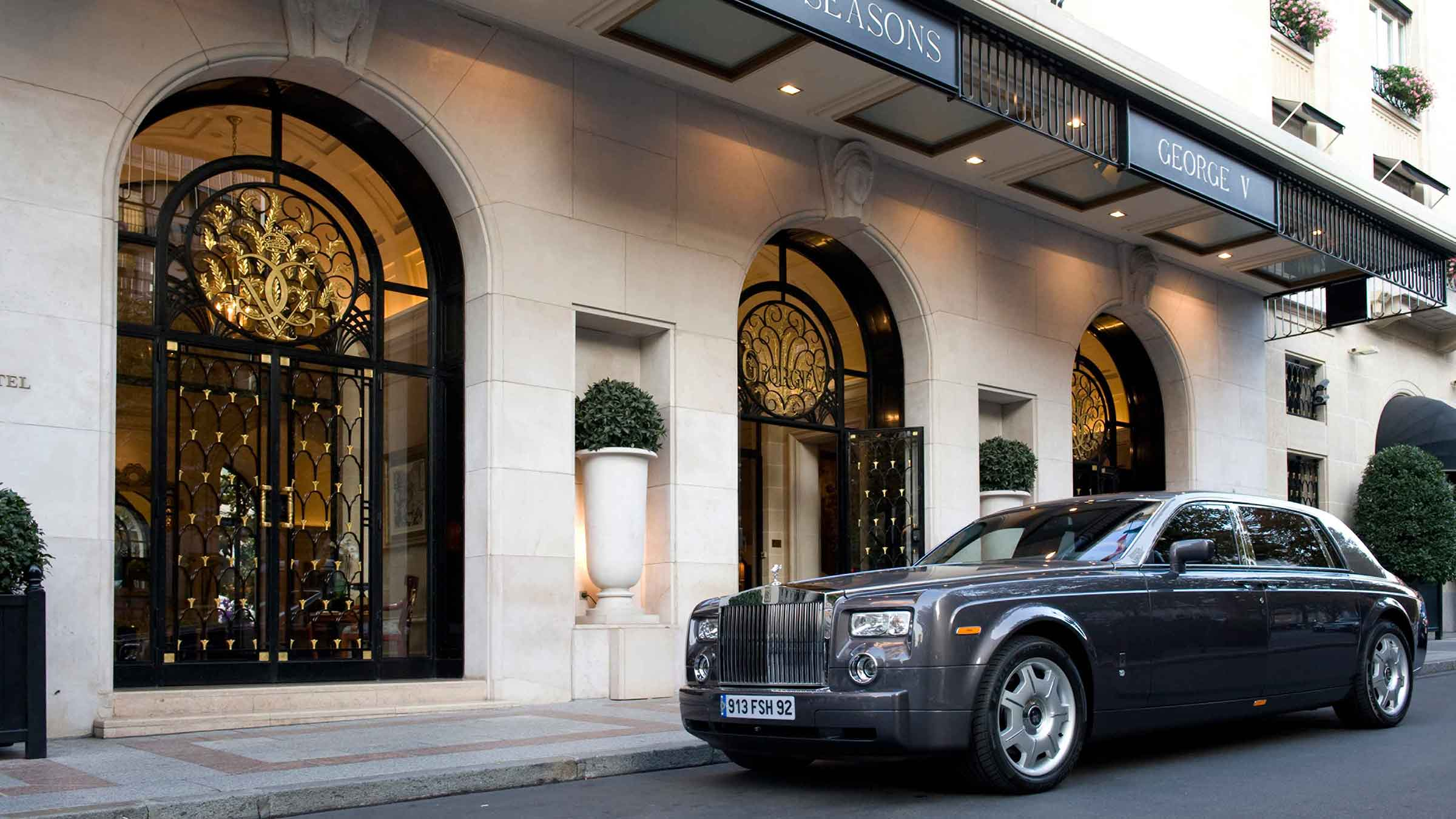 Paris tours: Rolls Royce at Four Seasons Hotel George V in Paris, France