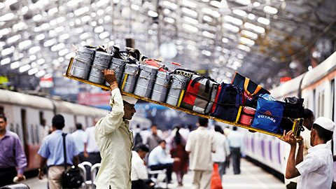 Peek behind the scenes of Mumbai's storied <em>dabbawala</em> lunch tradition