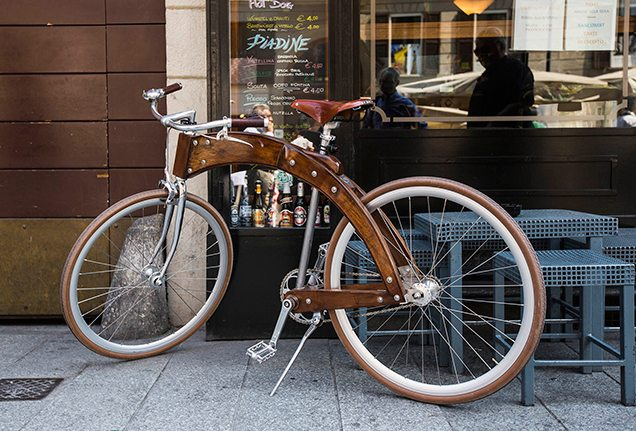 A retro bicycle outside a café