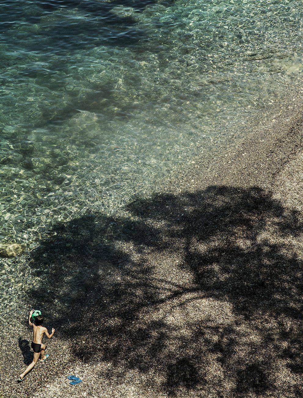 Boy playing on Paloma Beach in Cap Ferrat