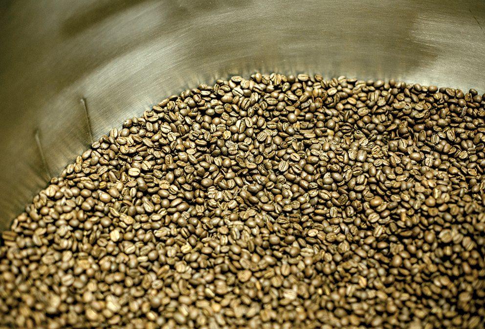 Devoción roasting coffee beans