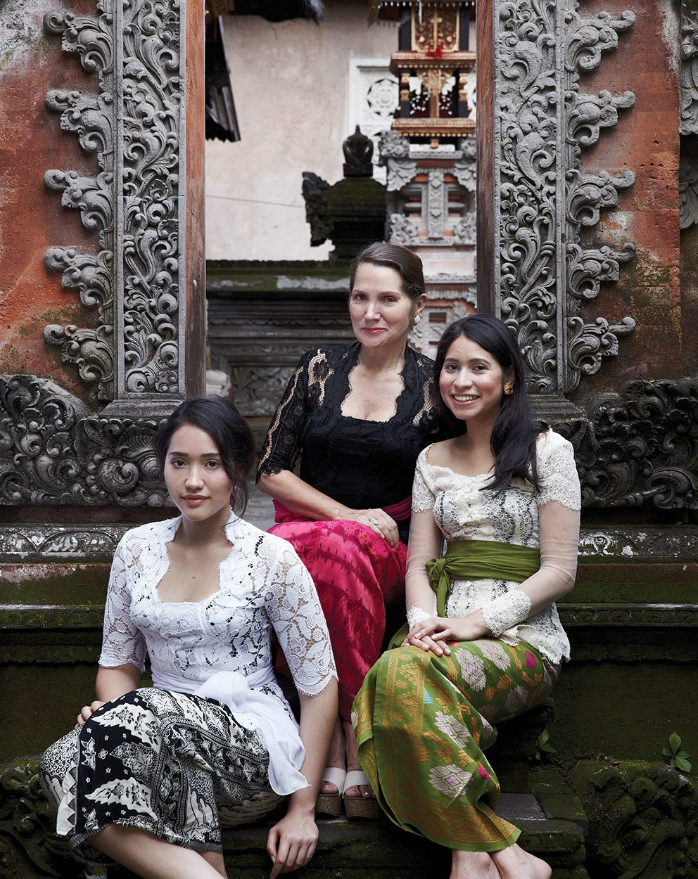 Janet DeNeefe at HoneyMoon Guesthouse 1 with two of her four children, Dewi and Laksmi