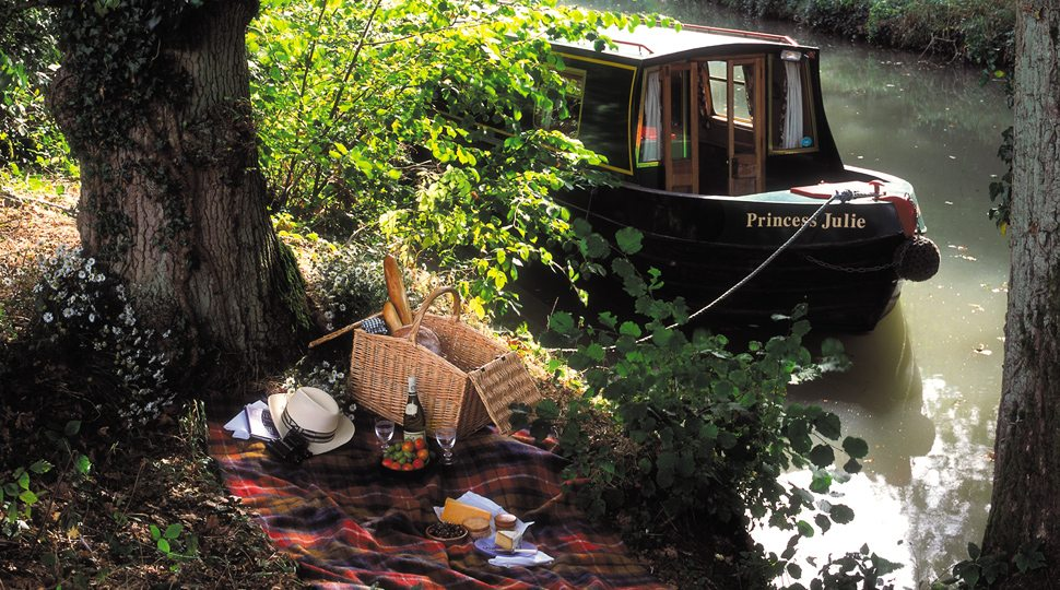 Picnic along the Basingstoke canal near the Four Seasons Hampshire