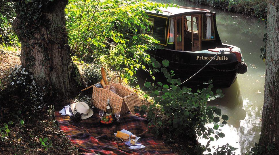 Picnic along the Basingstoke canal near the Four Seasons Hampshire