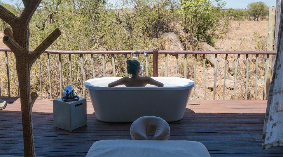 Blogger Marcy Yu enjoys the outdoor bath at the Four Seasons Serengeti