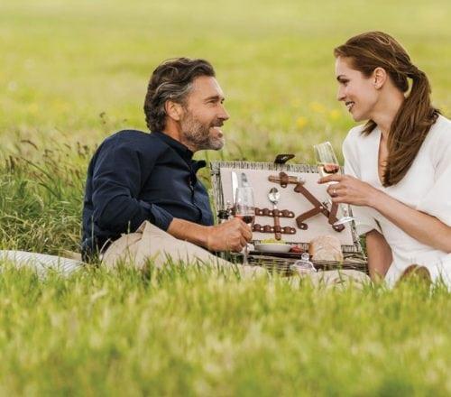 Couples picnic