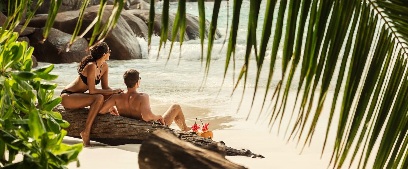 Couple Seychelles beach