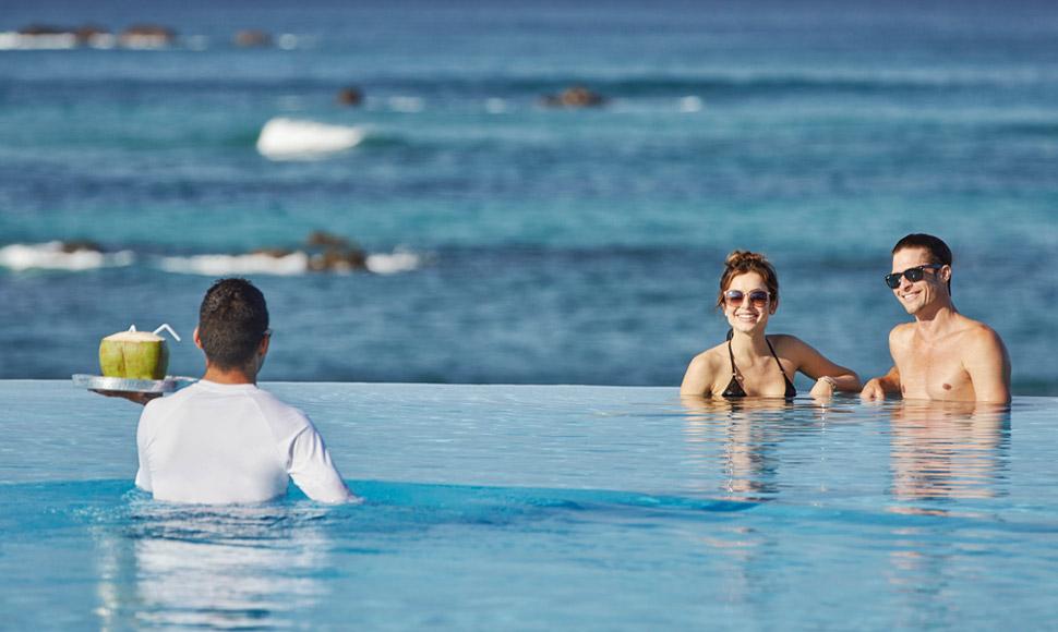 Couple in FS Punta Mita pool